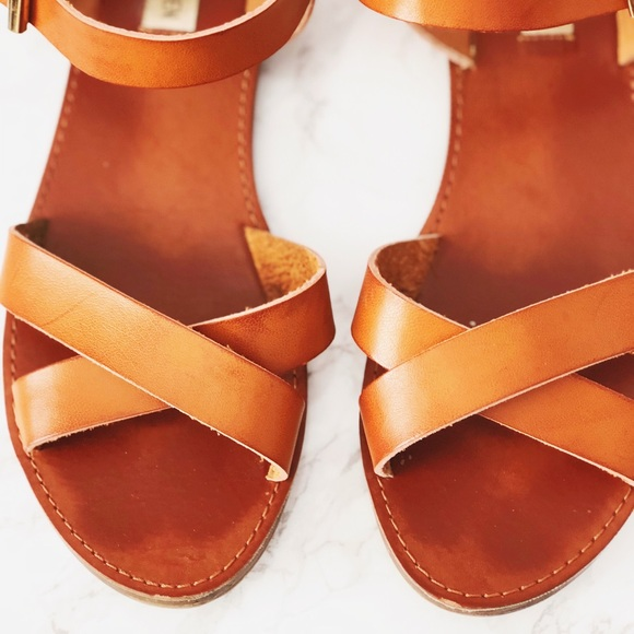 3002a4cc149 Steve Madden Strappy Sandals. M 5a624cdc31a3769c04725cee